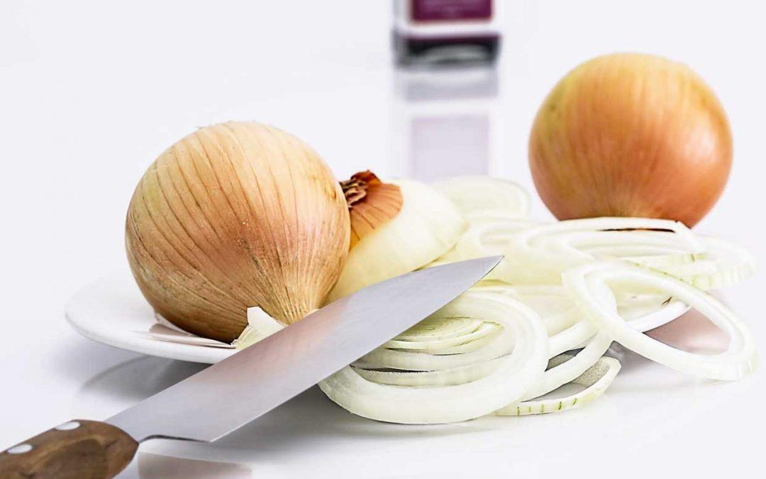 En qué me puede beneficiar comer cebolla?